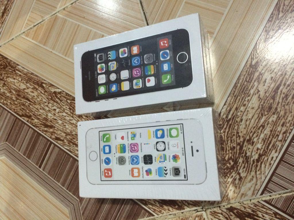 iphone 5S black / white