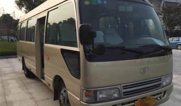 Bus Toyota Coaster de 29 places Année 2003