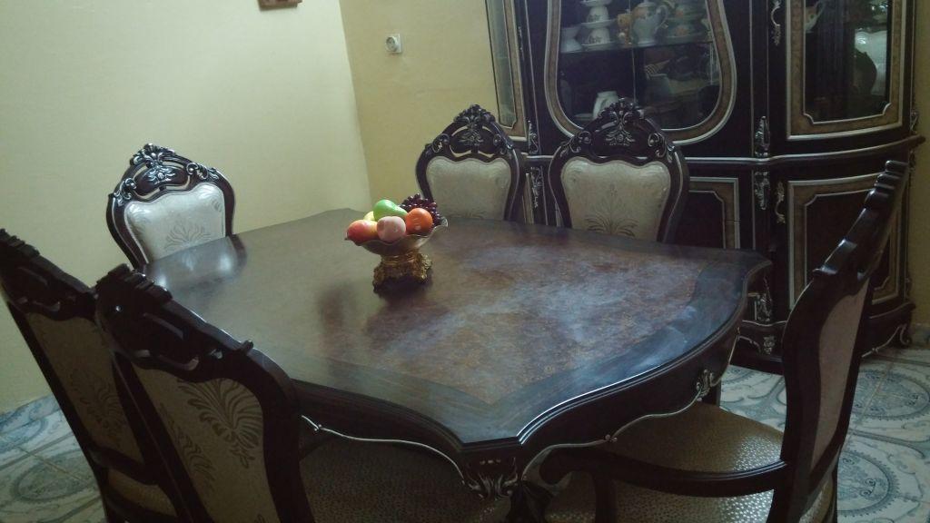 Table a manger + living presque neuf