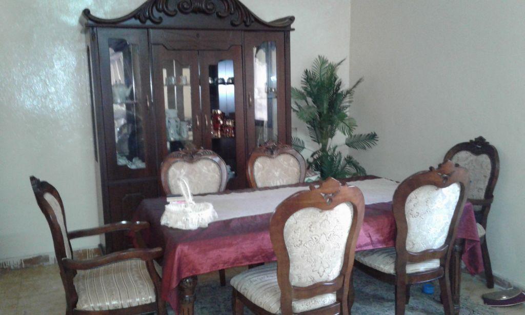 Table à manger avec ses chaises