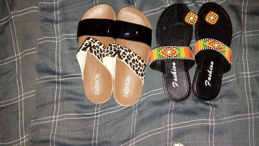 Des chaussures en plastique pour les filles et les femmes