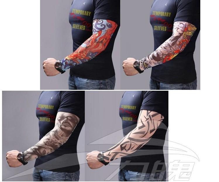 Manches élastique avec des faux tatouages