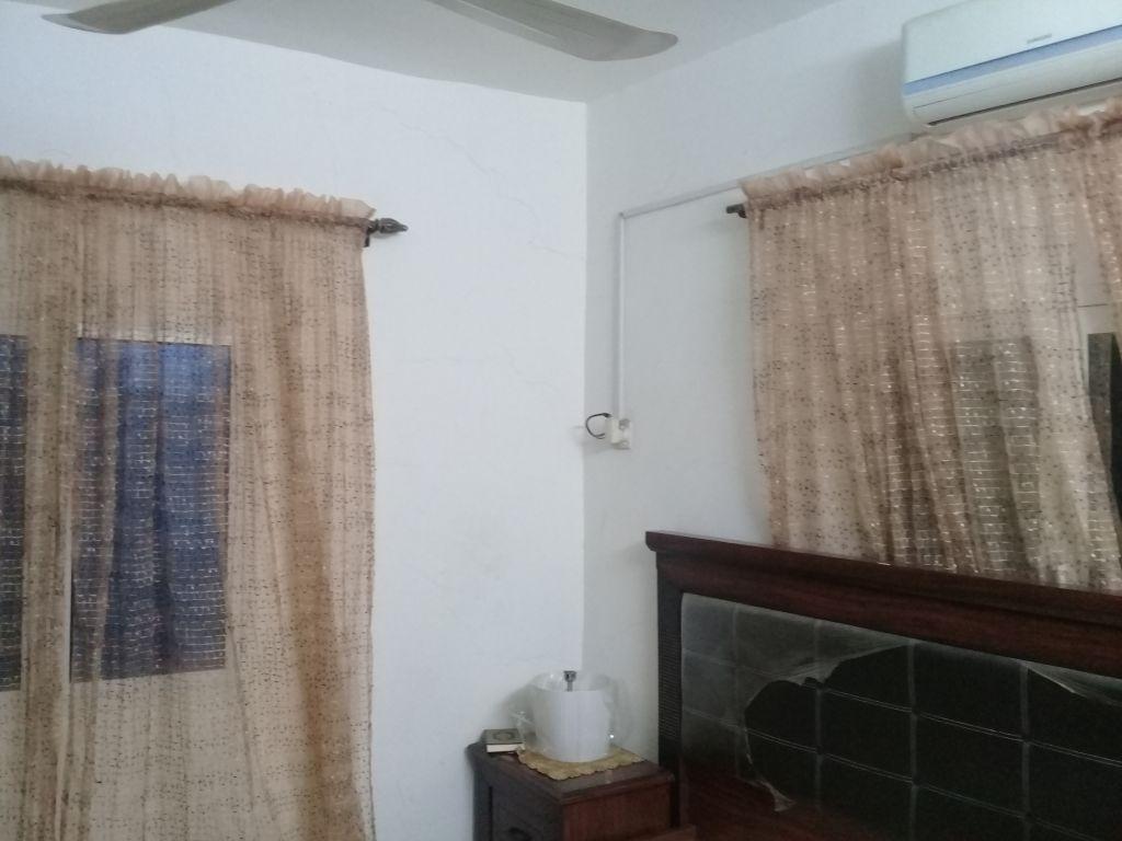 Rideau de 10m pour 2 fenêtre utilise que 6 mois très bon etat