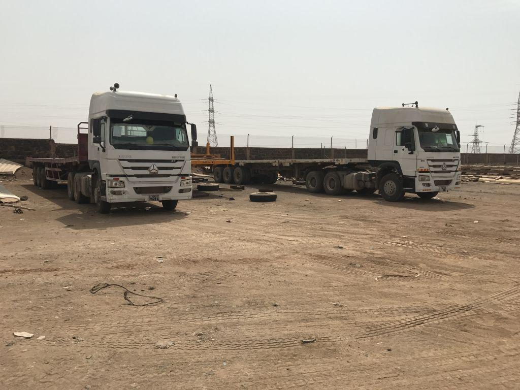 2 camions Sinotrucks