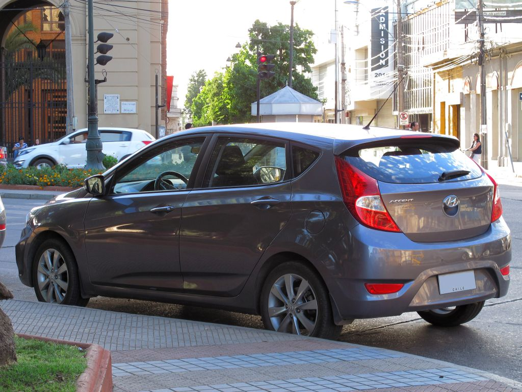 hyundai avante hatchback