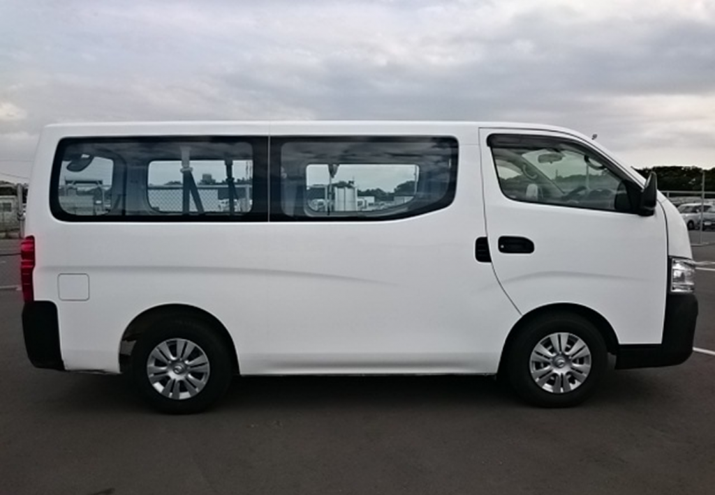 Mini-bus Nissan