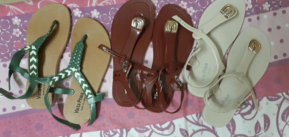 chaussures en plastiques