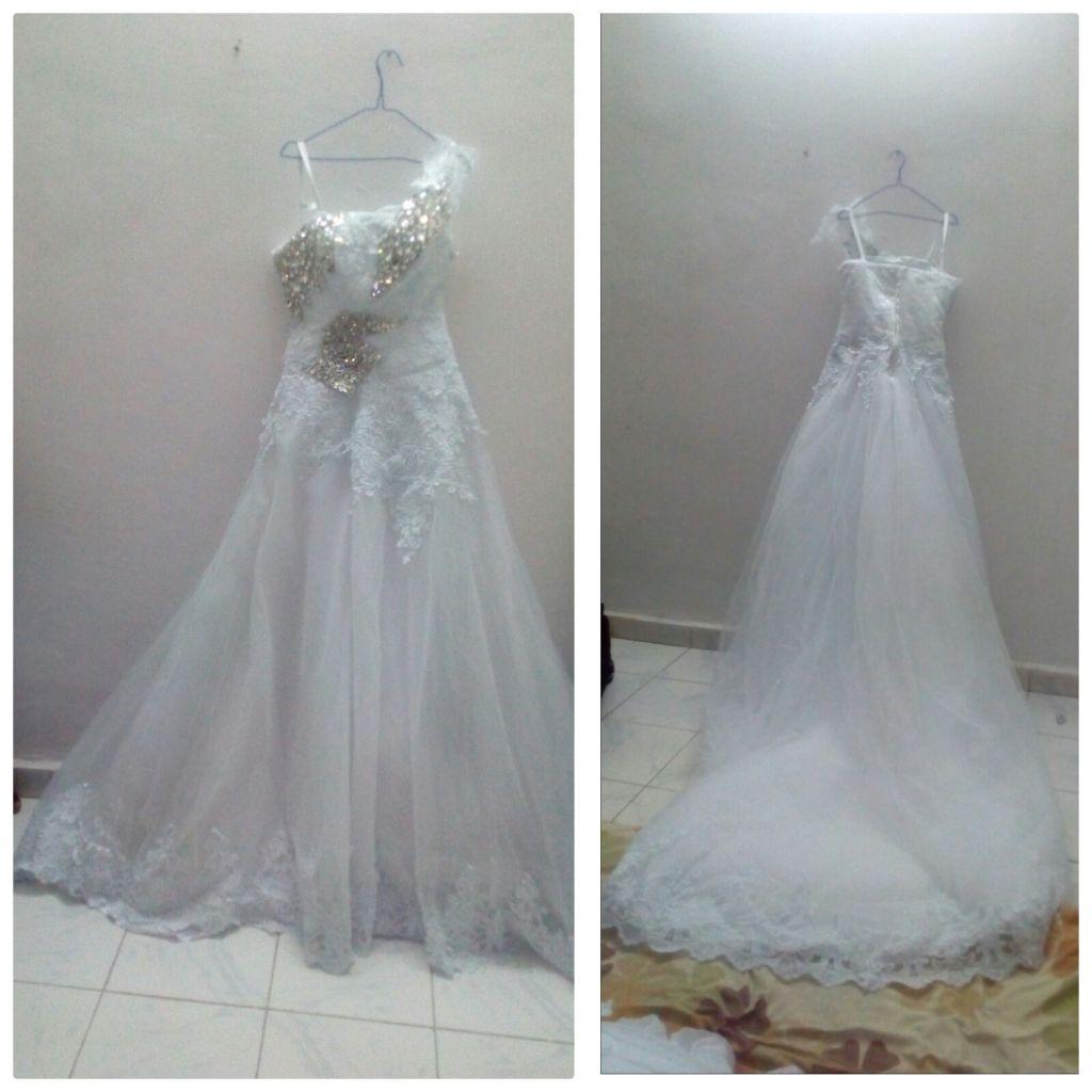 Vend jolie robe dentelle blanche +voile