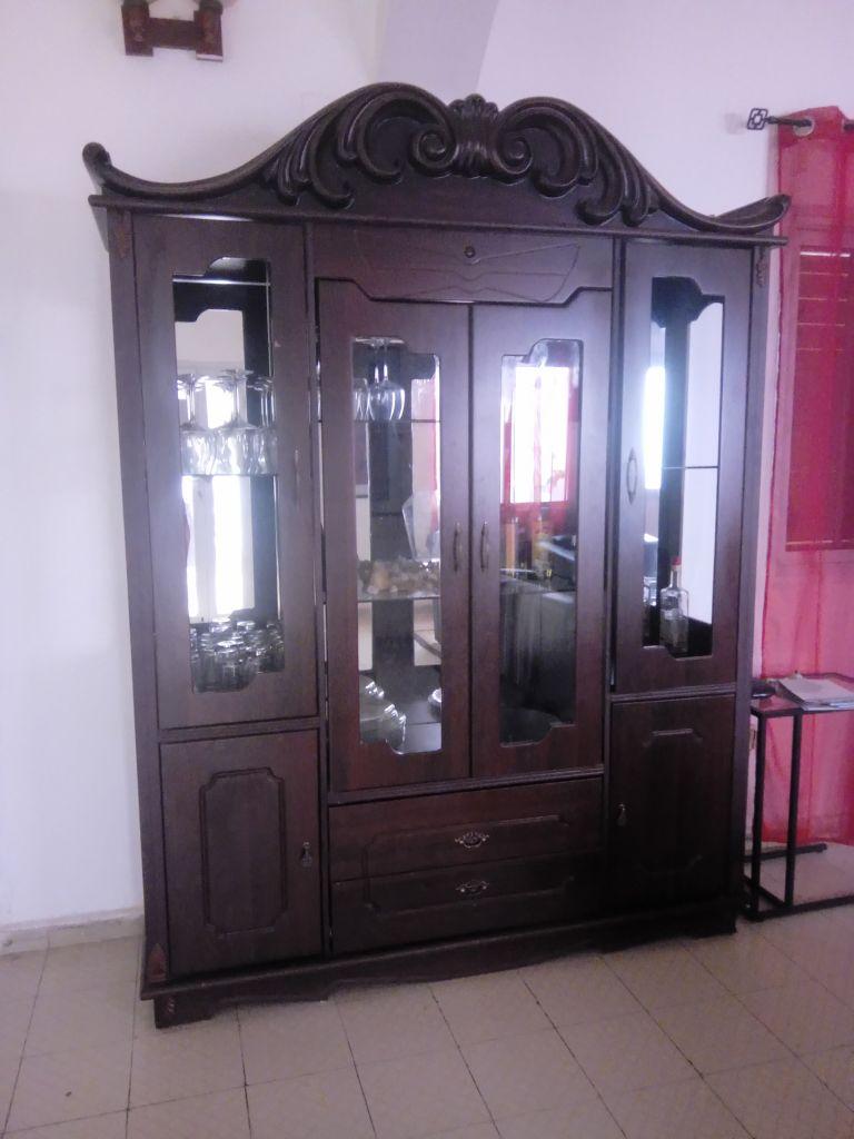 grand meuble salon avec vitres
