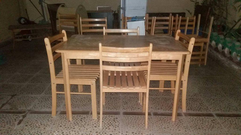 Table avec ses quatre chaises