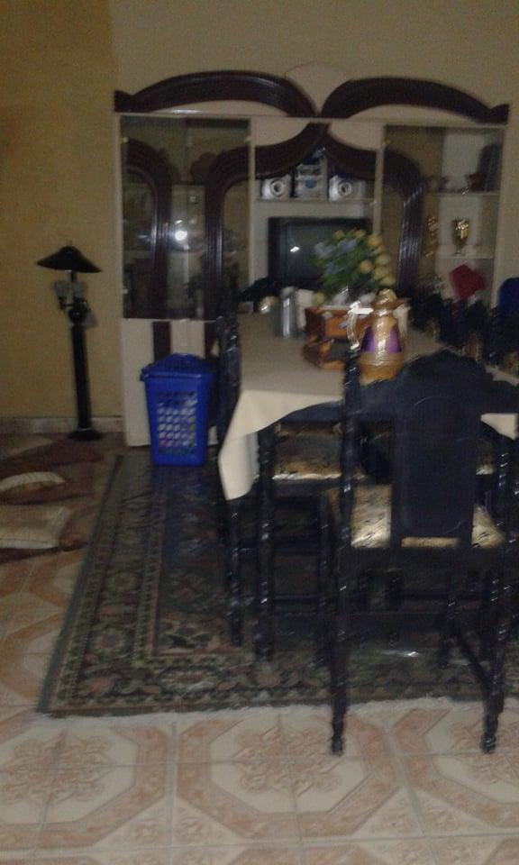 Salle à manger avec 10 chaises