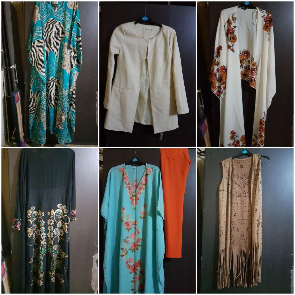Des habits à vendre