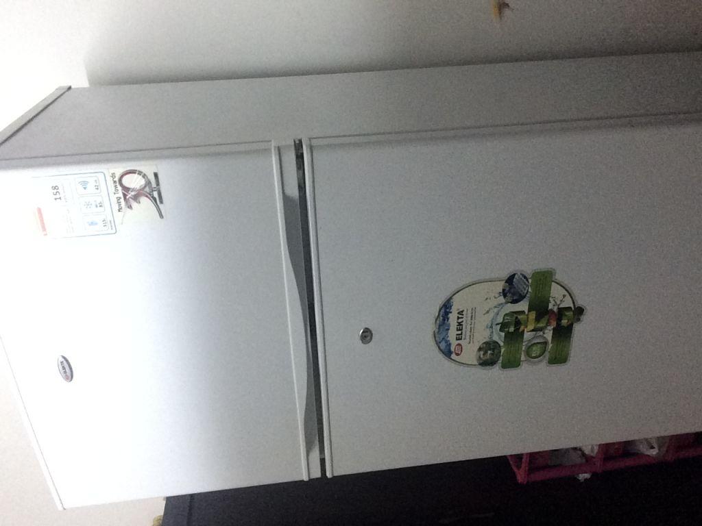 Réfrigérateur ELEKTRA utilisé 1 an