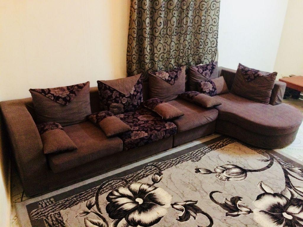 Salon L avec tapis + rideaux