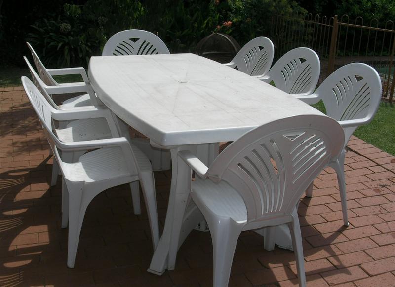 Ensemble de Table plastique avec 4 chaises neuf
