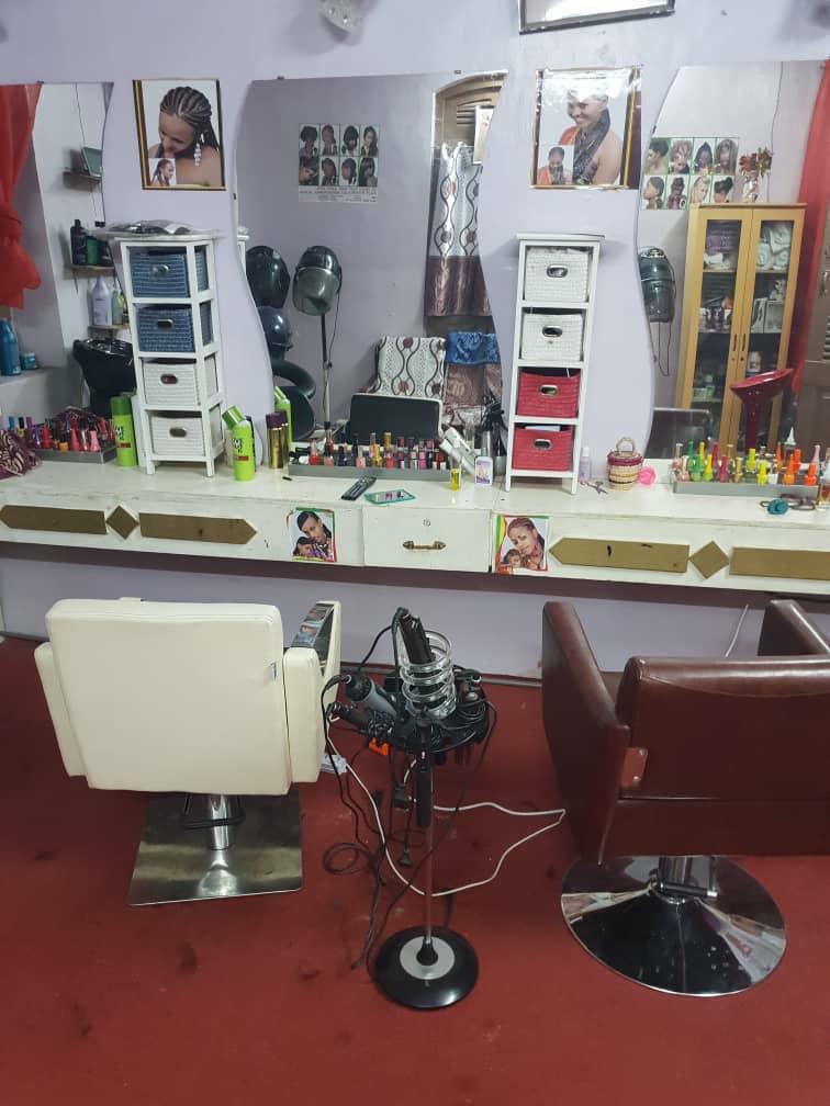 Matériel salon de coiffure féminin
