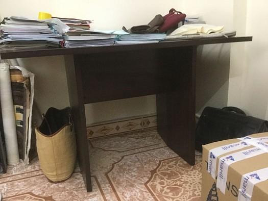 petite table ou bureau djibouti. Black Bedroom Furniture Sets. Home Design Ideas
