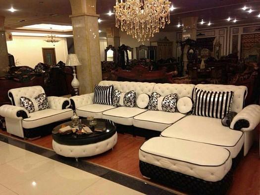 Salon moderne en noir et blanc laqué à Djibouti