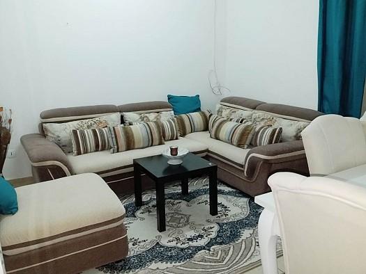 meuble avec tapis rideau et table basse djibouti. Black Bedroom Furniture Sets. Home Design Ideas