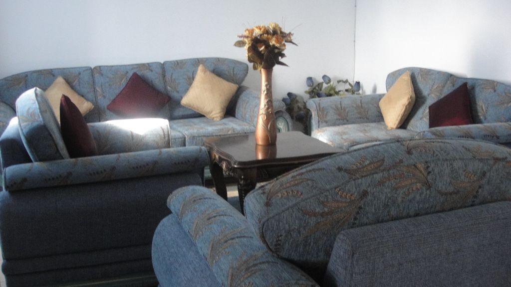 meubles a vendre djibouti. Black Bedroom Furniture Sets. Home Design Ideas