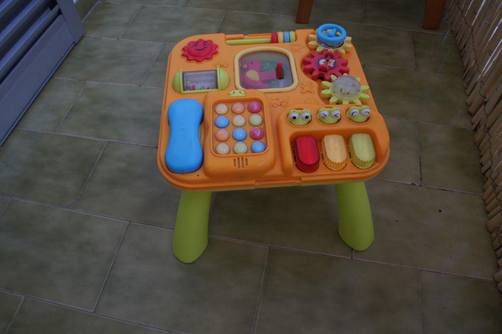 table d 39 activit. Black Bedroom Furniture Sets. Home Design Ideas