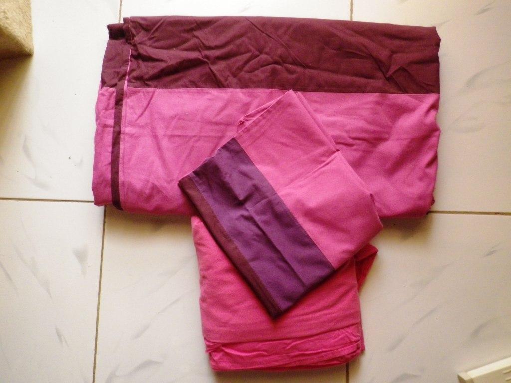 parure de lit en coton rose bordeau pour lit double venant de france djib. Black Bedroom Furniture Sets. Home Design Ideas