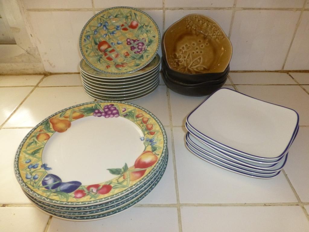set d 39 assiettes 24 pi ces en porcelaine rondes et carr s. Black Bedroom Furniture Sets. Home Design Ideas