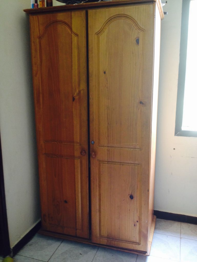 armoire de cuisine en bois a vendre. Black Bedroom Furniture Sets. Home Design Ideas
