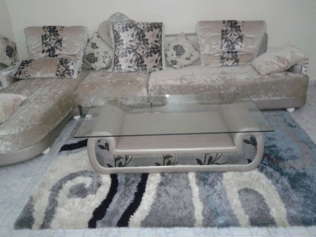Salon avec tapis et table basse pas cher djibouti - Table basse up and down pas cher ...