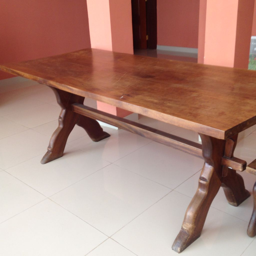 meubles usag s et table de ping pong saisir djibouti. Black Bedroom Furniture Sets. Home Design Ideas