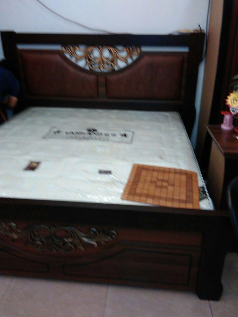 console chambre a coucher maison design. Black Bedroom Furniture Sets. Home Design Ideas