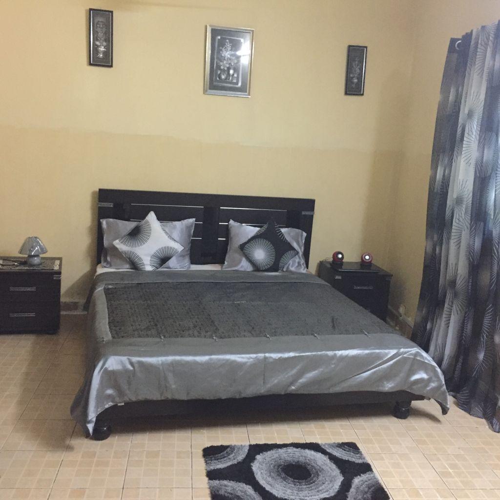 je mets en vente une chambre a coucher peu utilise only 4 mois a un