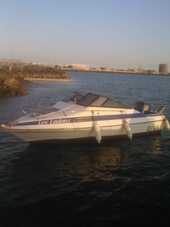 bateau type h b  moteur yamaha 145 cv  u00e0 djibouti