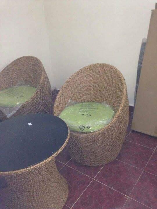 petit salon de terrasse djibouti. Black Bedroom Furniture Sets. Home Design Ideas