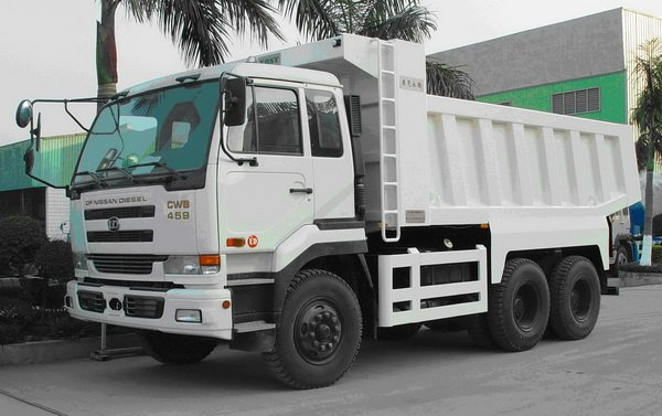 Camion Nissan CWB 459
