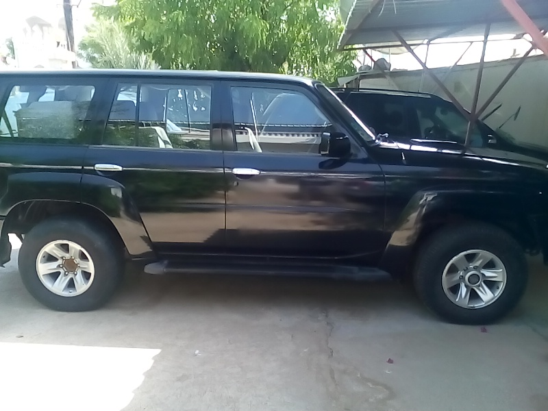 Nissan Patrol noir/capital rent a car