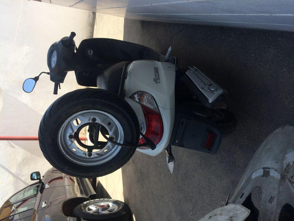 Scooter Suzuki Access white