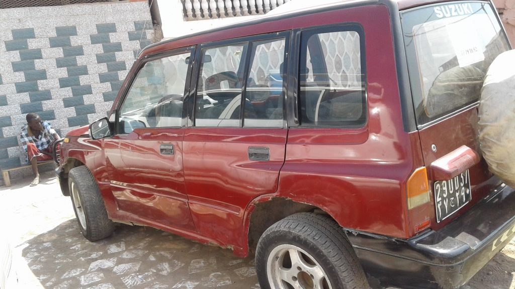 Suzuki Vitara escudo