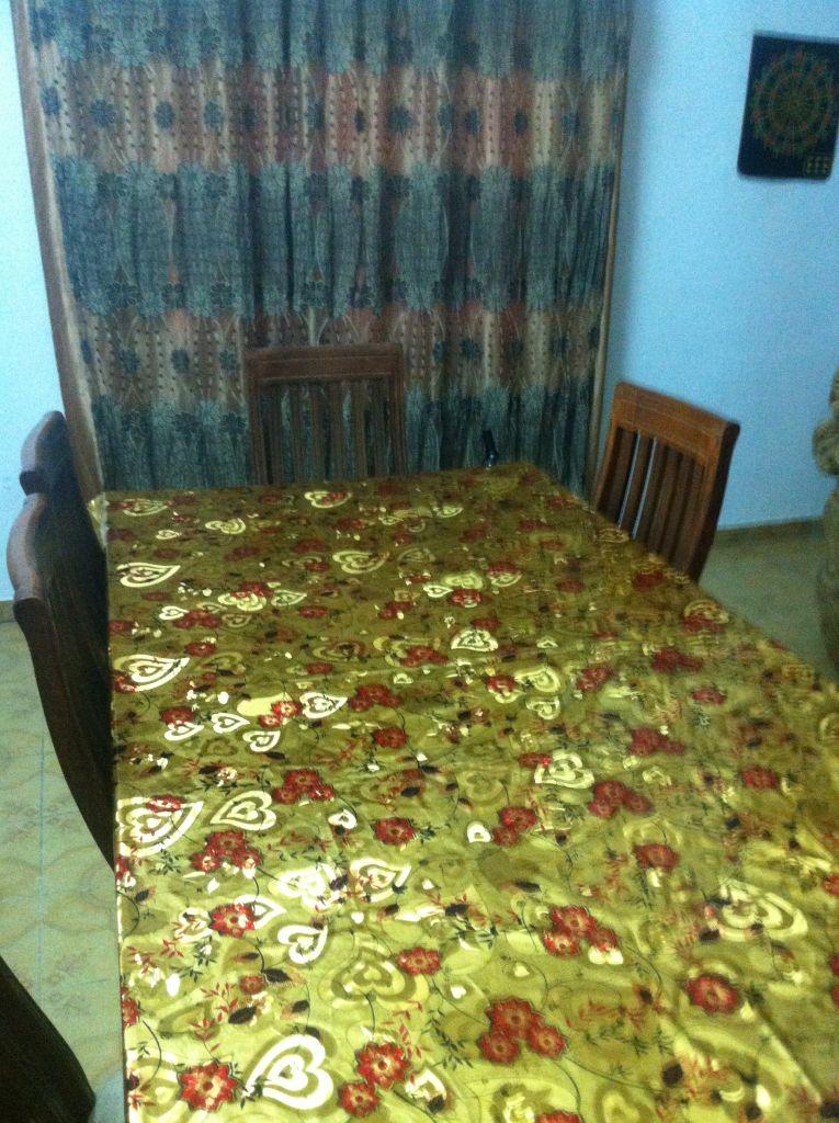 Table et ses HUIT chaise en bois pure et solide