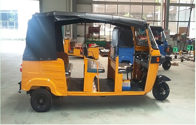 BAJAJ TRICYCLE OUVERT