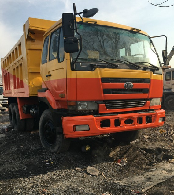 CAMION NISSAN 452/459