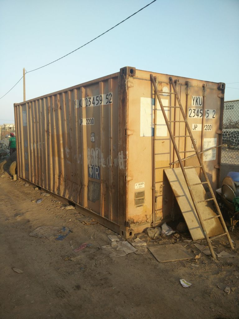 Container vide 20