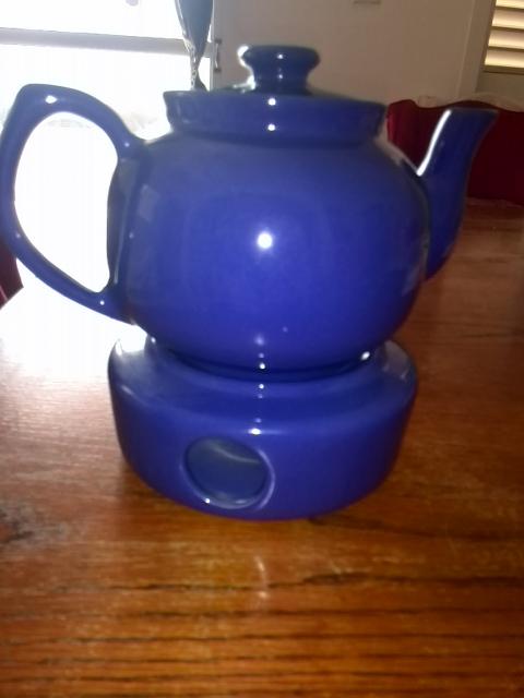 Vaisselle (divers: assiettes, plat, théière, tasses, etc...)