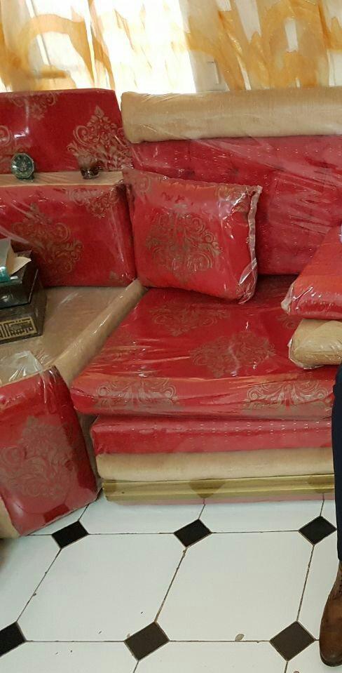 Salon marocain rouge à Djibouti