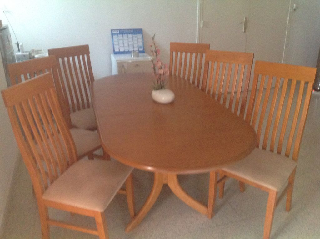 1 table et 6 chaises djibouti for Table 6 chaises kijiji