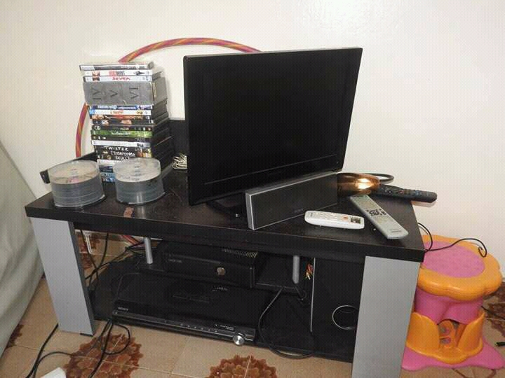 Cran plat et la table achet s en france djibouti for Table television ecran plat