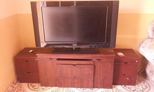 Écran plat Philips avec haut parleur et son meuble à Djibouti