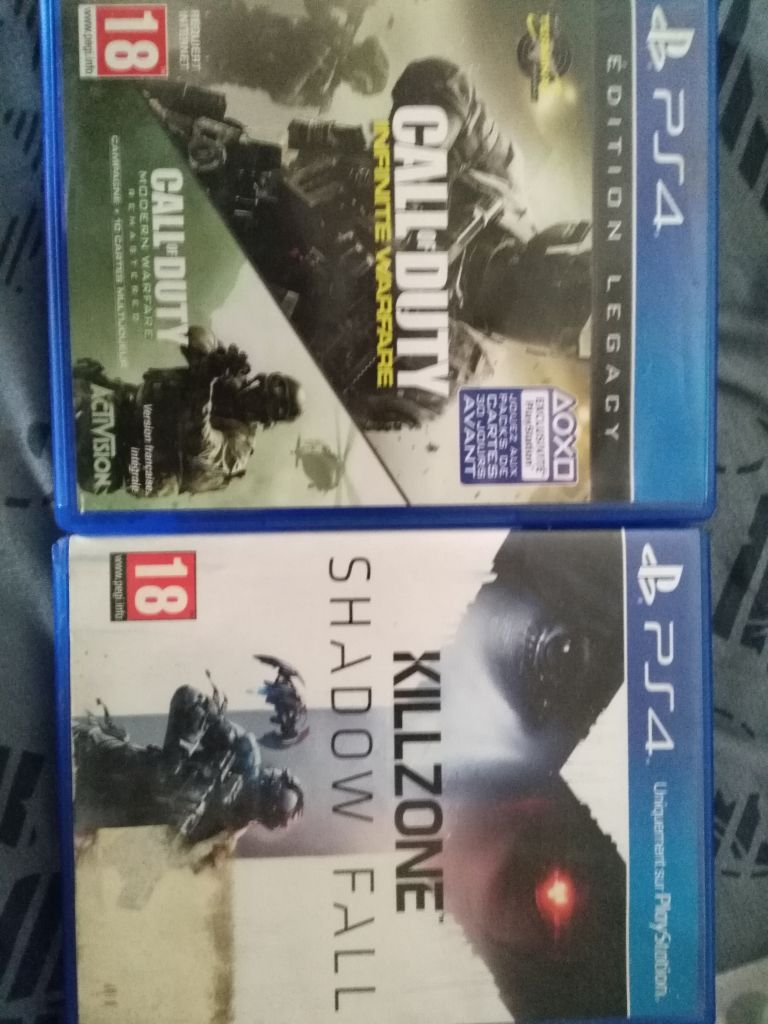 2 cd ps4 à vendre' killzone et call of duty