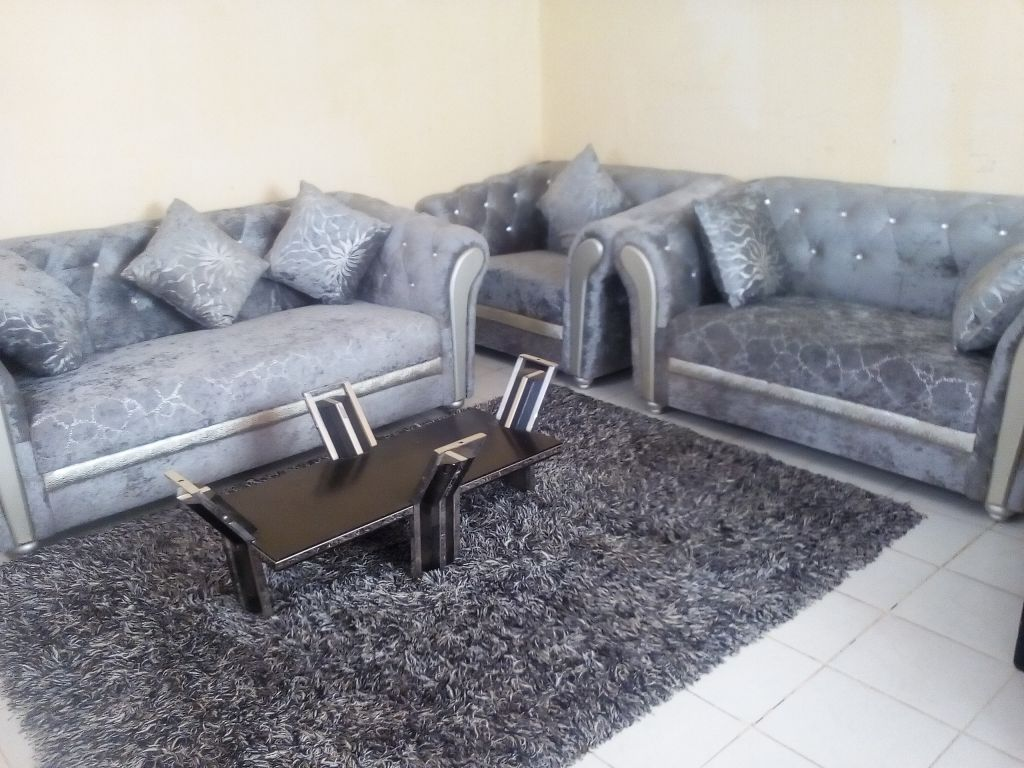 a vendre salon tapis djibouti. Black Bedroom Furniture Sets. Home Design Ideas