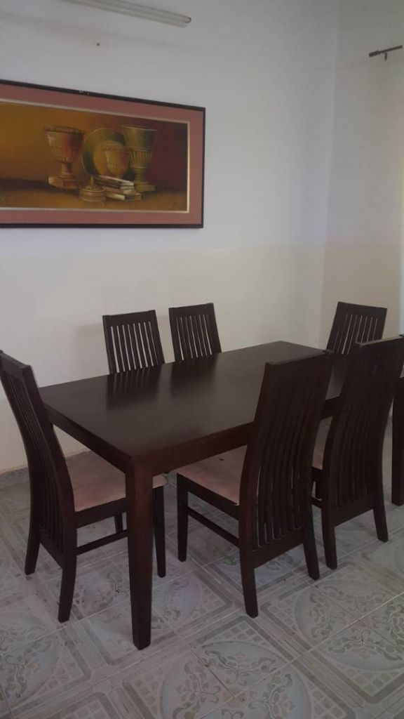 Salle manger ses 6 chaises djibouti for Salle a manger in english